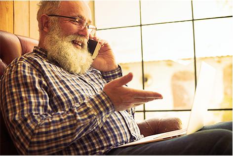 Ouderen senioren smartphone bellen mobiel