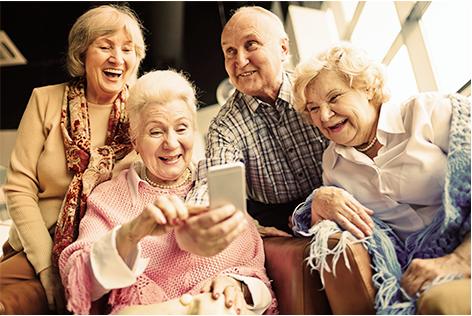Senioren lachen smartphone