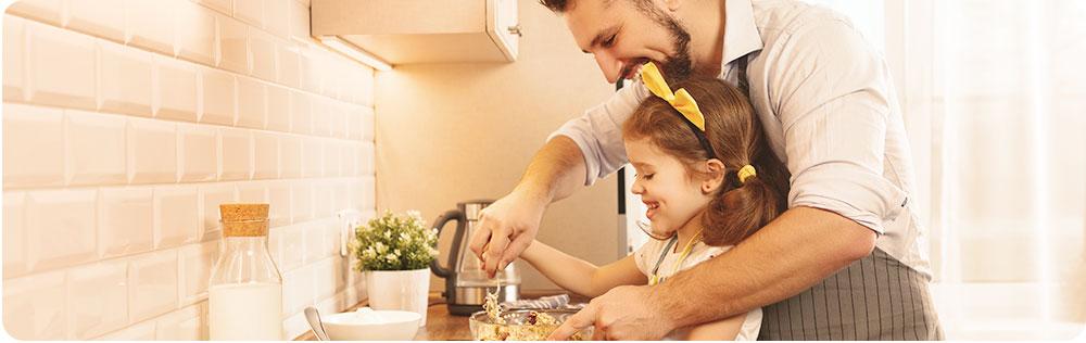 vader en dochter koken